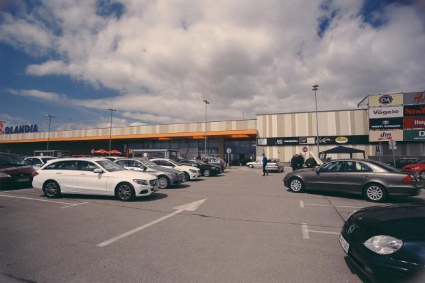Testna vozila pred Qlandio Kranj.