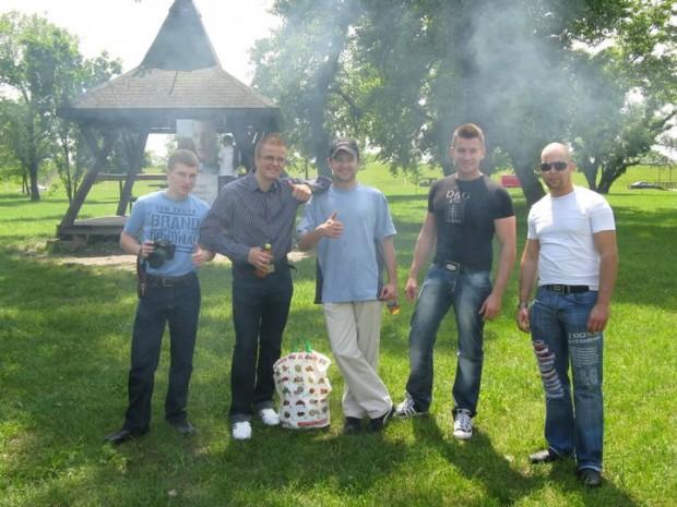 Ekipa na pikniku s člani Mercedes klub Hrvatska ob Jarunu.