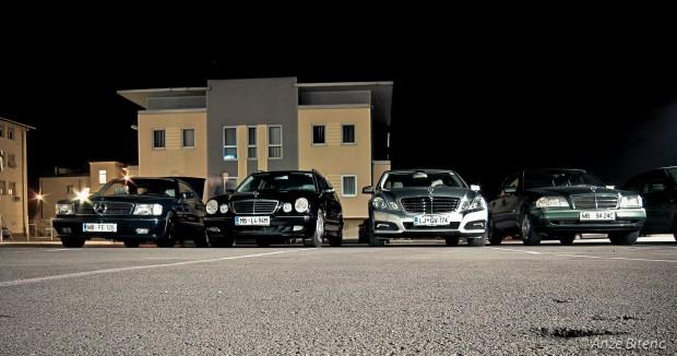 Testni E300 pred kavarno Ploj v Mariboru.