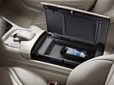 Mercedes bo uvedel brezžično polnjenje telefonov