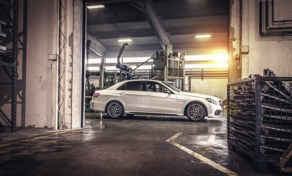 Test: lepotica in zver – E63 AMG S-model