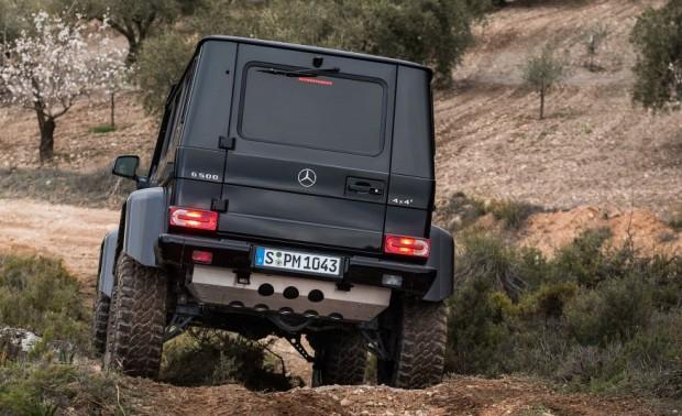 2016-Mercedes-Benz-G500-4x4²-213-876x535