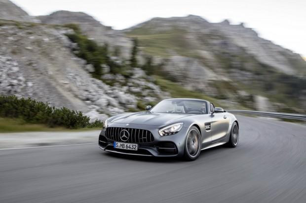 Agresiven prednji del spominja na Mercedesove dirkalnike iz 50ih in 60ih let.