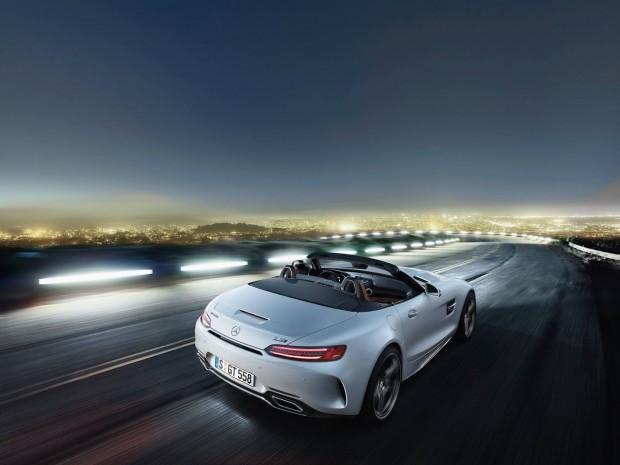 Športnost se pri roadsterju izraža tako na zunaj kot tudi v notranjosti.